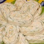 Как готовить куриные рулеты с плавленым сыром?