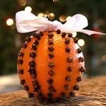 Новогоднее украшение из апельсина с гвоздикой