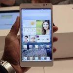 В России покупают все меньше компактных смартфонов
