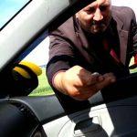 «Приличные» мошенники на дорогих авто разводят водителей на денежную помощь