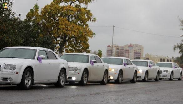 """в Киеве """"украсили"""" автомобили тризубами"""