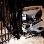 В Киеве Jeep вылетел с дороги и пробил забор дома