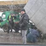 Под Киевом неуправляемый грузовик протаранил автомобили