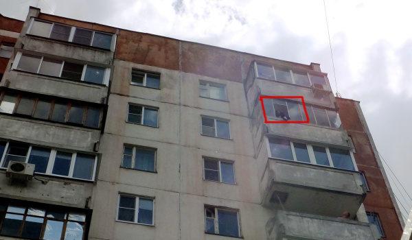 девушка выпала из окна