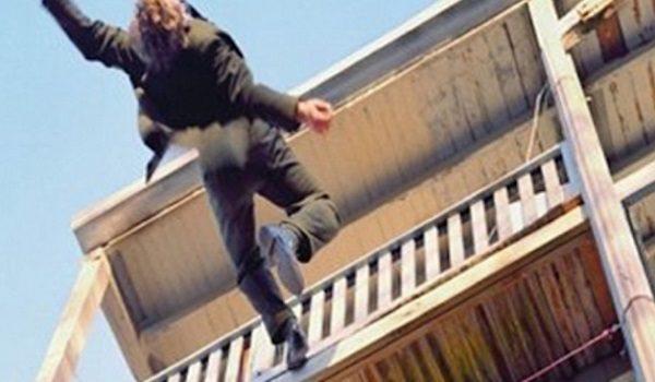парень выпал с шестого этажа
