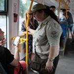 Киевлянин, не сумевший уехать на трамвае, разгромил киоск, продававший талоны