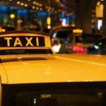 В Киеве таксист ограбил иностранца и избил женщину-гида