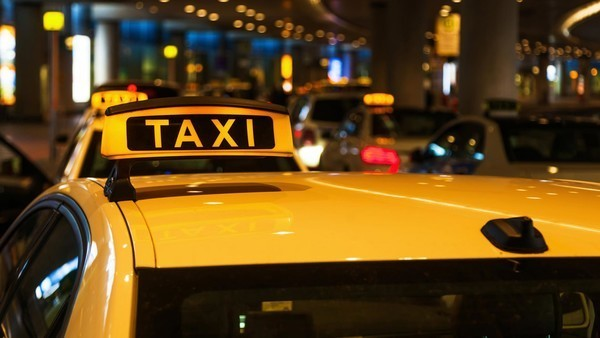 таксист ограбил иностранца
