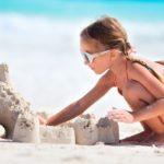 На известном курорте туристов будут штрафовать за рисунки на песке