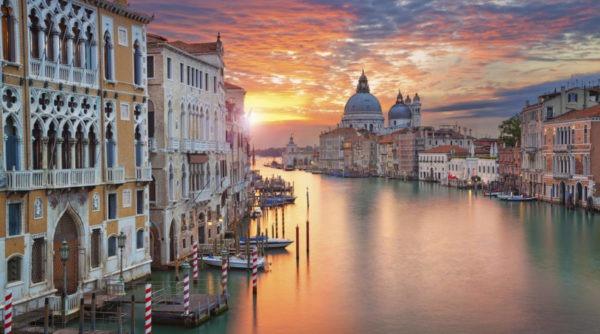 Названы самые романтичные города
